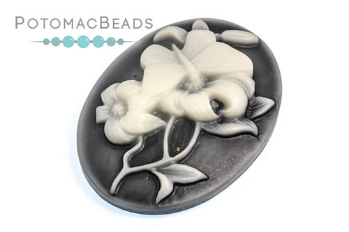 Resin Cameo Butterfly White 30x40mm
