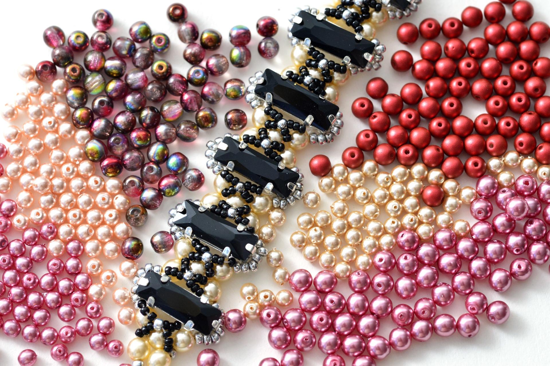 Czech Pressed Glass Beads / 1-Hole Beads